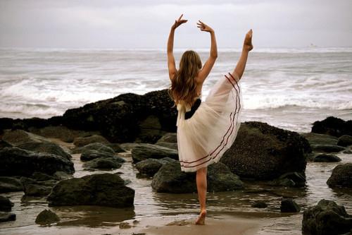ballet-beach-dance-girl-rocks